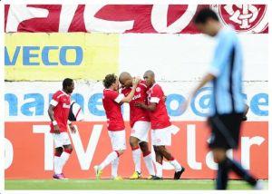 Forlán e Moledo contabilizam outro 2 a 1 a favor do Inter (Foto: Alexandre Lops)