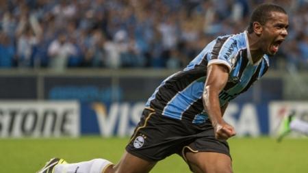 Grêmio terá que entrar em campo com essa mesma garra de Fernando (Foto: Guilherme Testa/ Fotoarena)